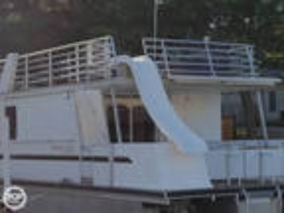 Destination Yachts - Houseboat