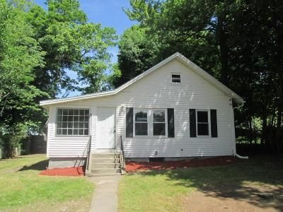 4 Bed 1 Bath Foreclosure Property in Worcester, MA 01610 - Electric St