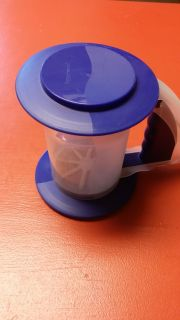 Tupperware Sifter, good condition.