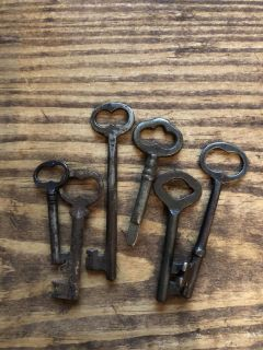 Old Keys! Great for a Pinterest project!!