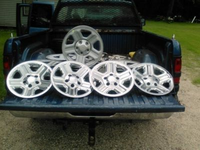 "2014 16""Stock(5) Jeep wheels and(4) covers"