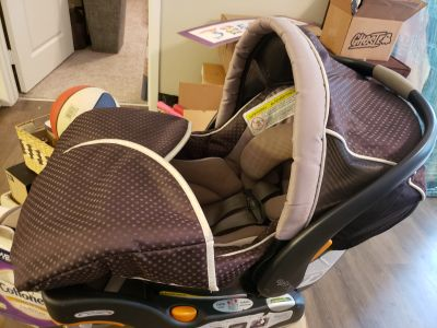 Chico Infant Car Seat/Carrier