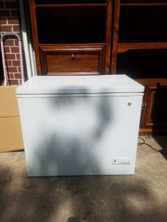 7.1 cubic chest freezer---WORKS GREAT
