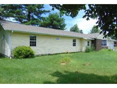 3 Bed 1.5 Bath Foreclosure Property in Kinmundy, IL 62854 - N Monroe St