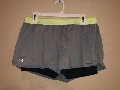 Under Armour Women s Active Sports Gym Short. Nice Condition. Size Large
