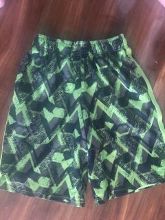 BOYS CHAMPION NEON GREEN AND BLSCK SHORTS EITH POCKETS SIZE LARGE 12-14 EXCELLENT CONDITION