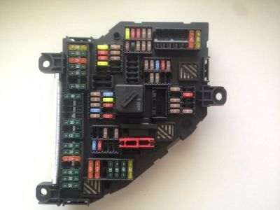Sell BMW REAR FUSE BOX POWER DISTRIBUTION TRUNK 9234423 motorcycle in Chicago, Illinois, United States, for US $70.89