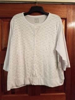 1X, THREE HEART, WHITE SWEATER/TOP, EXCELLENT CONDITION, SMOKE FREE HOUSE