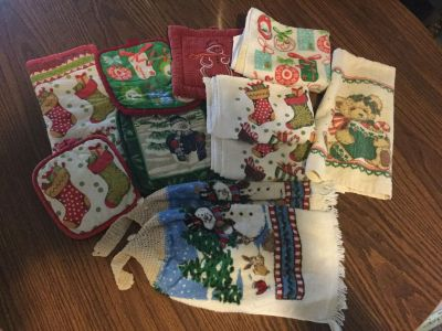 Lot of kitchen towels and potholders (all decent condition)