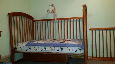 Convertible Crib / Toddler Bed / Daybed