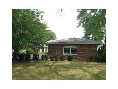 4 Bed 4 Bath Foreclosure Property in Downers Grove, IL 60516 - 86th St