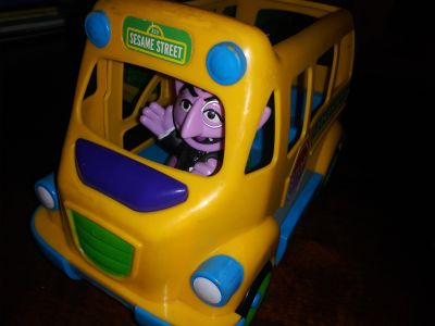 Sesame Street School Bus with The Count