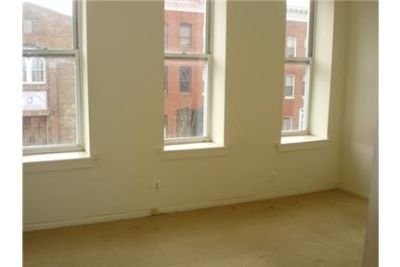 4 Bed/ 2 Bath, Townhouse with Wall to wall Carpeting, Unfinished Basement, and Washer and Dryer-$2,
