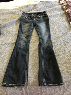Sound girl jeans. A little fred on one end of the pant leg. $3.00 size 5 jr girls.
