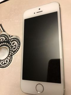 IPHONE 5S with charger/ METRO PCS Carrier