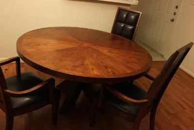 $400, 5 Round Dining Table With Matching Chairs