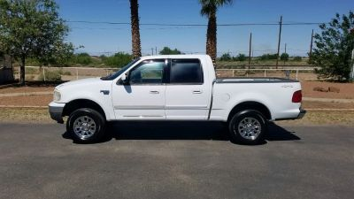 Won't last long! 2003 Ford F-150 XLT! 4x4!