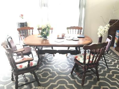Dining table and 6 chairs and hutch