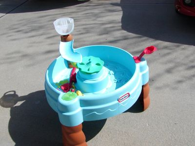 Little Tikes Fish 'n Splash Sand and Water Table with toys - good condition