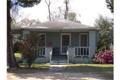 Convenient & Affordable 2/1 Home!