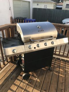 Charbroil 4 Burner Grill with cover and propane tank