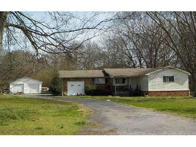 3 Bed 2 Bath Foreclosure Property in Muscle Shoals, AL 35661 - County Line Rd