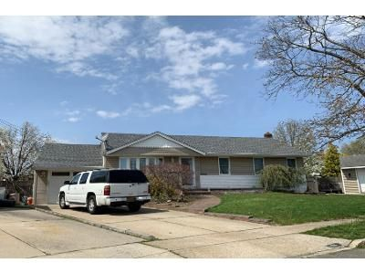 1 Bath Preforeclosure Property in Wantagh, NY 11793 - Garden Ct