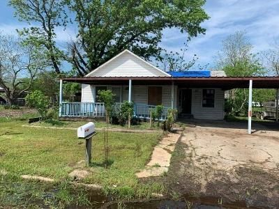 2 Bed 1.5 Bath Foreclosure Property in Wortham, TX 76693 - S 1st St