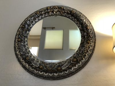 Beautiful round mirror with frame