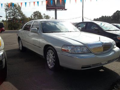 2006 Lincoln Town Car Signature (Beige)