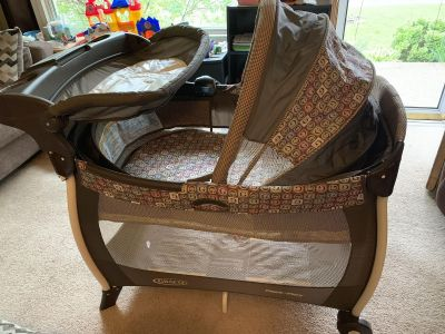 Graco deluxe pack and play with bassinet and changing table