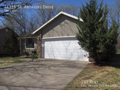 Well kept house with vaulted ceilings and large master bedroom with attached bathroom