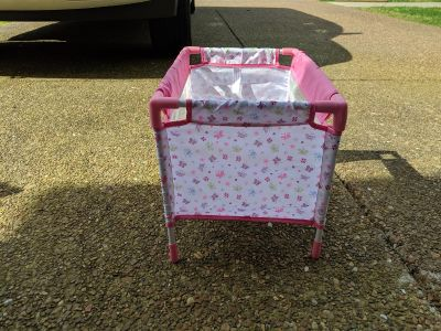 Baby doll play pen