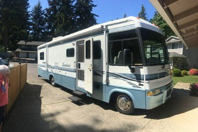 By Owner! 2002 Itasca Sunrise 32V w/2 slides