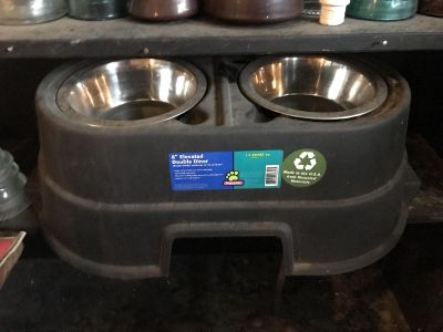 8 elevated double diner dog bowls