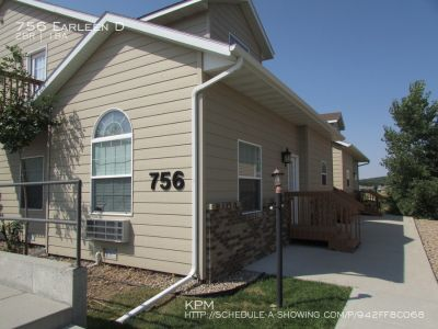 2 BEDROOM | 1 BATH | GROUND LEVEL CONDO | GARAGE | WASHER/DRYER INCLUDED
