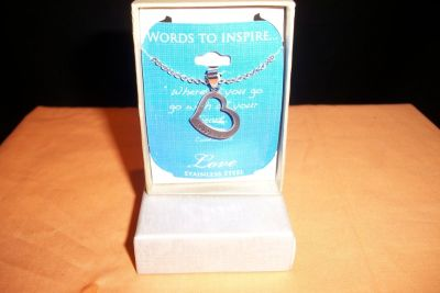 NIB Words To Inspire Love Pendant and Necklace (T=40/6)