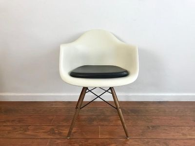MID CENTURY MODERN Eames Molded Plastic Chair