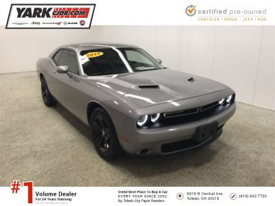 2017 Dodge Challenger SXT ()