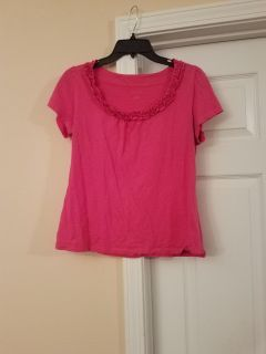 MEDIUM, ST.JOHNS BAY, HOT PINK TOP, EXCELLENT CONDITION, SMOKE FREE HOUSE