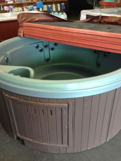 "Round 78"" Green Hot Tub seats 5 people great starter spa"