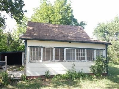 3 Bed 1 Bath Foreclosure Property in Neodesha, KS 66757 - Tank Ave