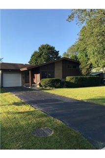 Charming mid-century tri-level in a quiet neighbor