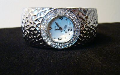 LADIES FIGARO COUTURE SILVER HAMMERED CUFF WATCH