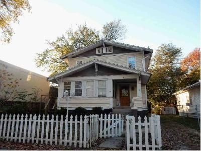 3 Bed 2 Bath Foreclosure Property in Centralia, IL 62801 - Beech St