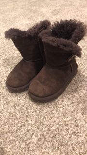 Ugg size 9 GUC/play we wore a lot