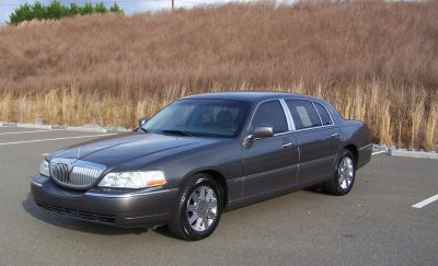 2004 Lincoln Town Car Ultimate L (Grey)