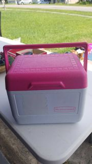 Small cooler fits 6 cans