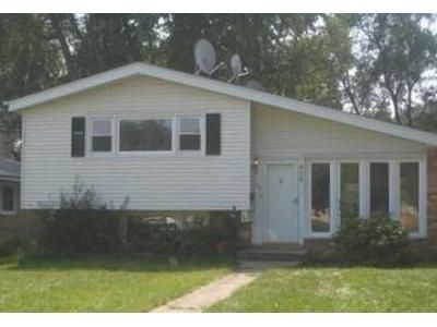 3 Bed 1 Bath Foreclosure Property in Elmhurst, IL 60126 - E Butterfield Rd