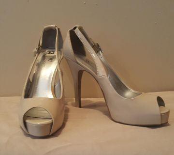 Open toed pumps